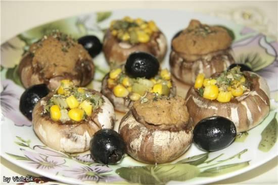 Грибная фантазия  (грибы фаршированные фасолевым паштетом и овощной начинкой)