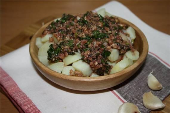 Картофель с орехами и гранатами