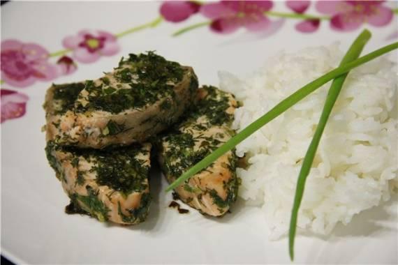 Семга, маринованная в зелени