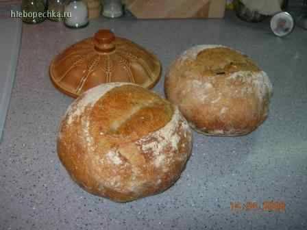 Деревенский хлеб с чёрными оливками и жареным луком
