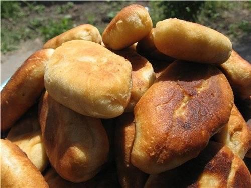Пирожки жареные (заварное дрожжевое тесто)