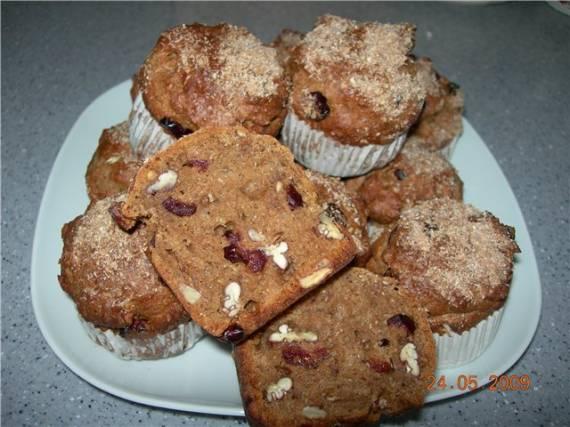 Кексы кофейные с орехами и клюквой
