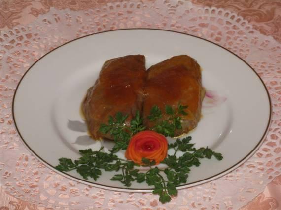 Голубцы с орехами в тыквенном соусе