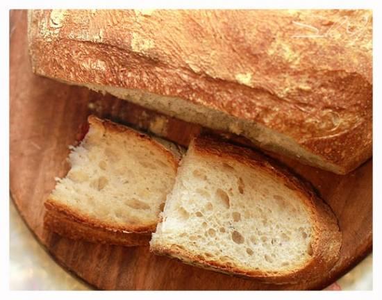 Французский деревенский хлеб на пшеничной закваске с брынзой