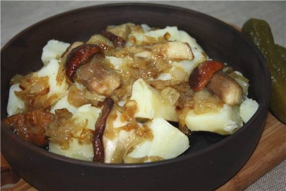 Картофель отварной с белыми грибами