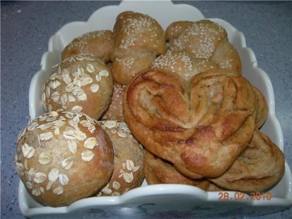 Булочки, рогалики и плюшки овсяно-цельнозерновые к завтраку