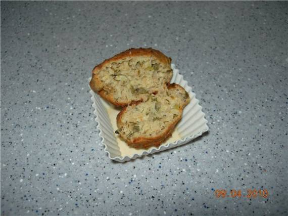 Кексы творожные закусочные с мидиями и свежей зеленью