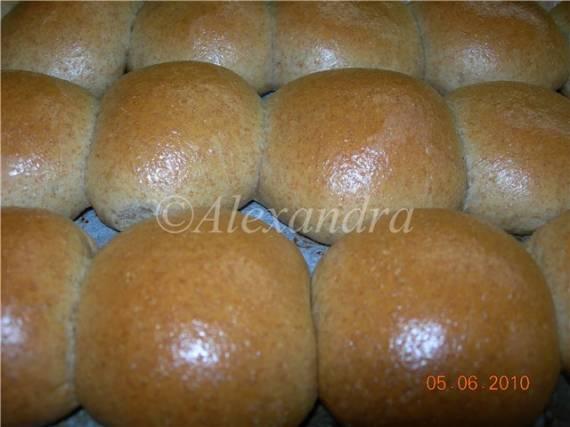 Пирог с луком и пирожки с капустой из цельнозернового теста на кефире
