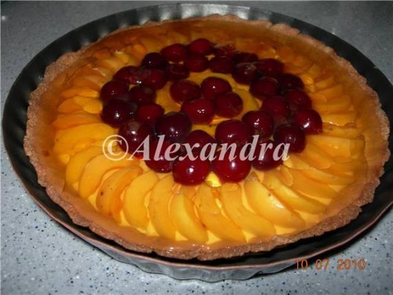 Тарталетка из ржаного пресного теста с фруктами и нежным творожным муссом