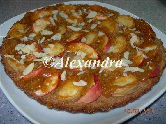 Лёгкий цельнозерновой пирог со свежими фруктами