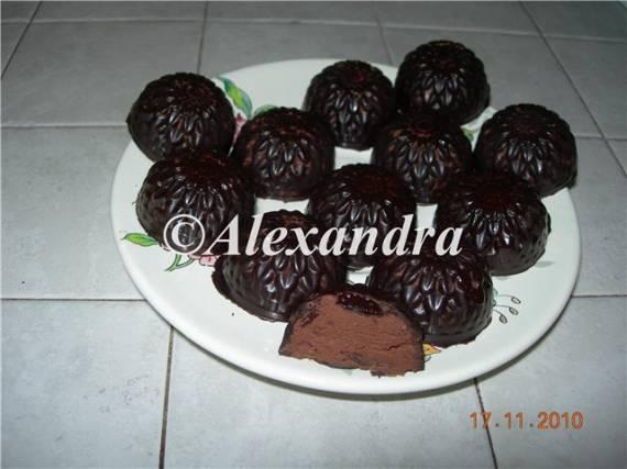 Конфеты в шоколадной глазури с вишнево-трюфельной начинкой Георгин