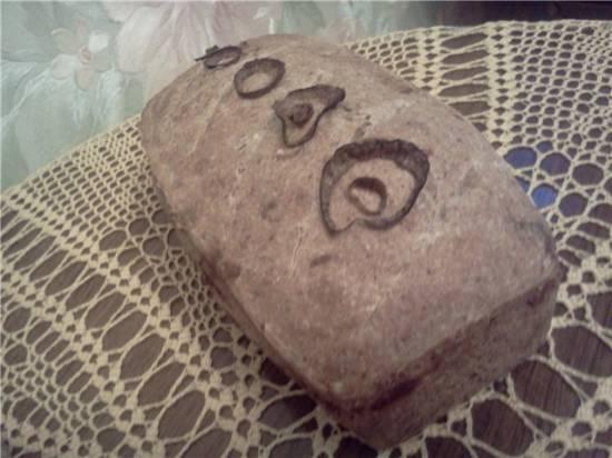 Пшенично-ржаной луковый хлеб с сыром на закваске.