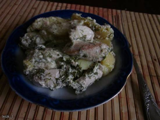 Куриное филе в пикантном соусе с молодой картошкой