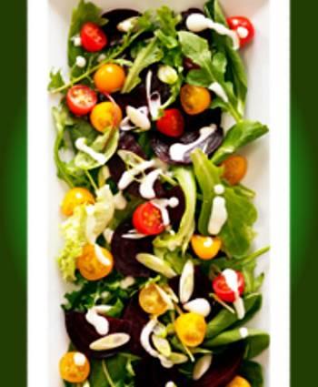 Салат из свеклы с помидорами и йогуртовой заправкой Салат из свеклы с помидорами и йогуртовой заправкой