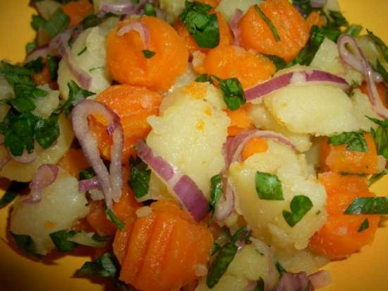 Горячий салат из моркови и картофеля