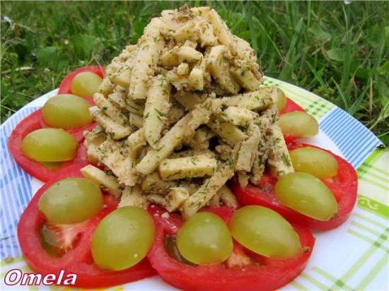 Салат из яблок и сулугуни