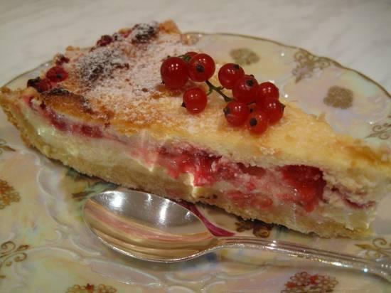 Пирог-безе с красной смородиной