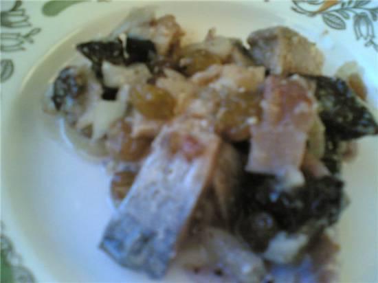 Закуска сельдь с орехами и черносливом