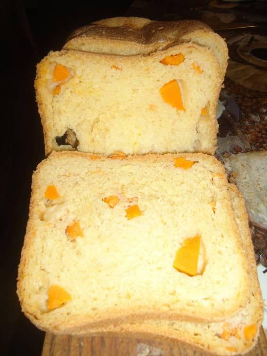 Тыквенный хлеб с кусочками тыквы в хлебопечке