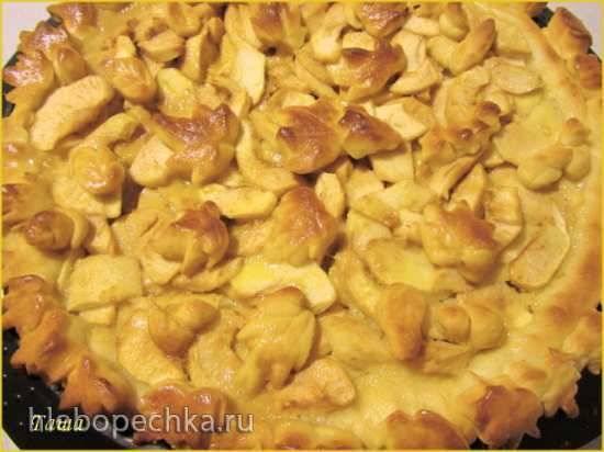 Пирог яблочный дрожжевой с карамелью
