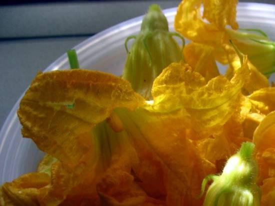 Цветы кабачков, запеченные в сливках в скоромульте La Cucina Italiana