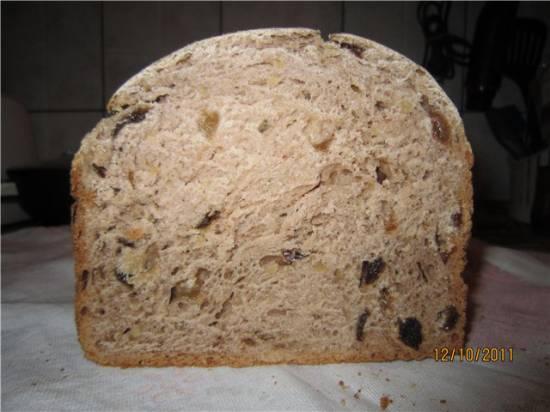 Ржаной хлеб с черносливом, изюмом и орехами