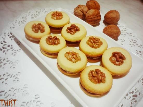 Печенье с ореховой начинкой