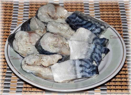 Треска под маринадом из белой фасоли, с кнелями из печени трески