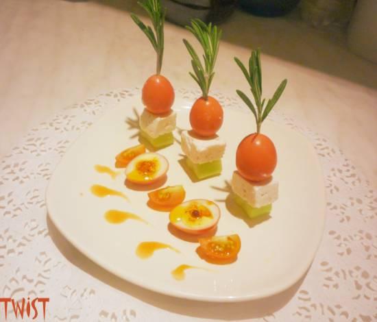 """Закуска """"Пикантная"""" с маринованными перепелиными яйцами"""