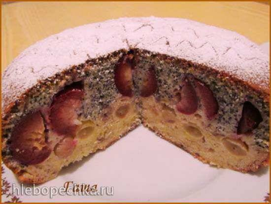 Пирог маковый со сливами