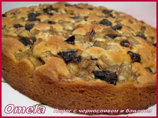 Пирог с черносливом и бананом