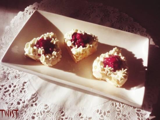 Бисквитные пирожные с клюквой Бисквитные пирожные с клюквой