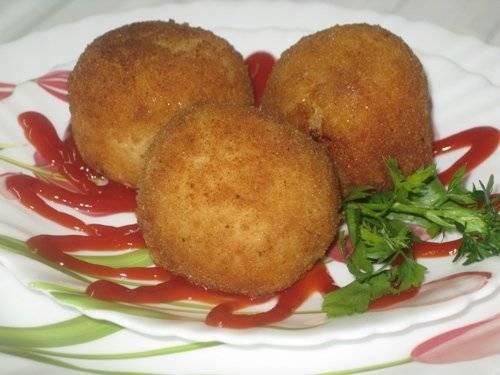 Аранчини (рисовые шарики с мясной начинкой)