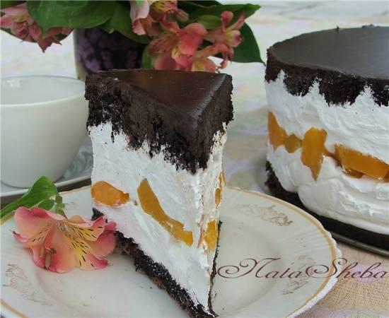 Торт сливочно-шоколадный с персиками