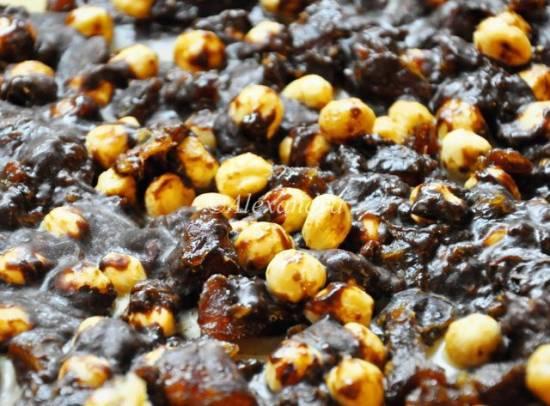 Фадж ромово-фундучный с финиками, из жареного белого шоколада