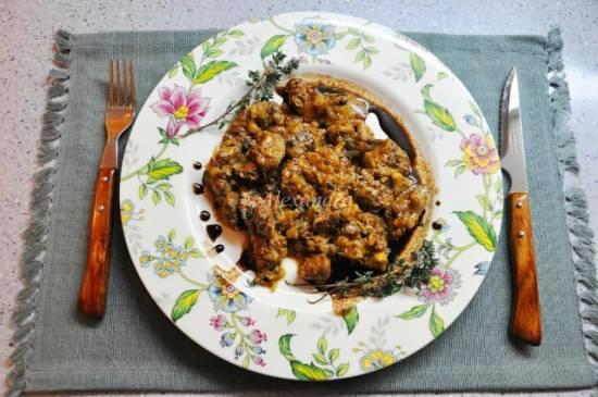 Быстрая горячая закуска из куриной печени с тимьяном