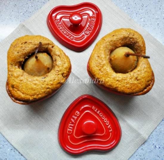 Миндальные кексы-валентинки с хмельными грушами в коньячно-сливочном соусе