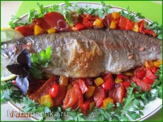 Форель, запеченная в духовке с овощами