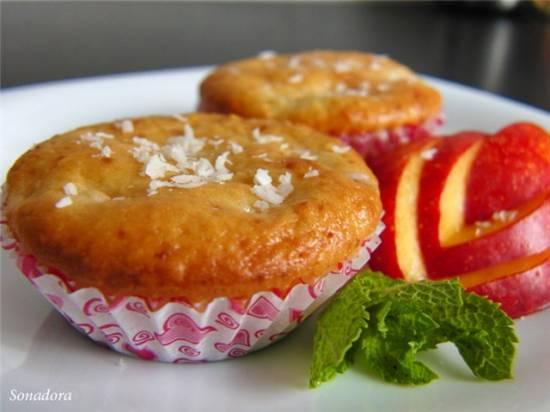 Маффины с кокосом и ягодами