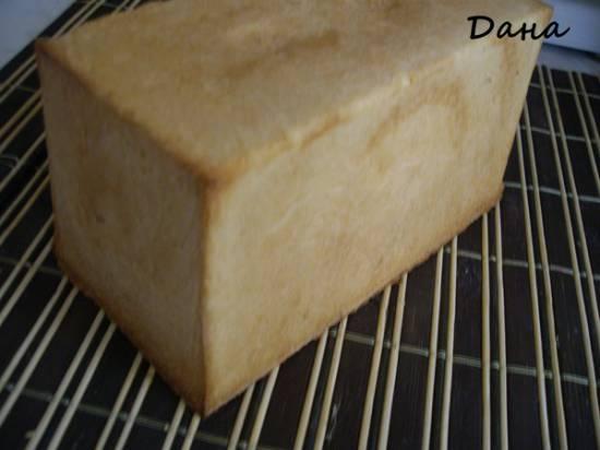 Формовой хлеб с семенами льна, подсолнечника и кунжута (Le pain de mie aux cereales Frederic Lalo)