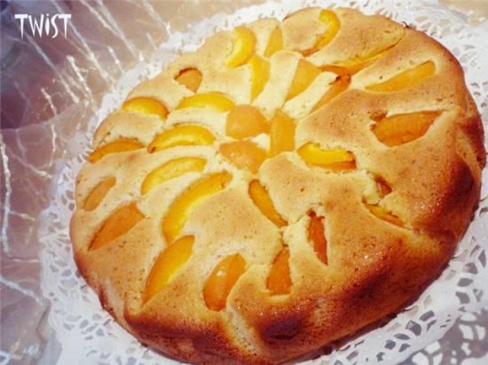 Миндально-медовый пирог с абрикосами