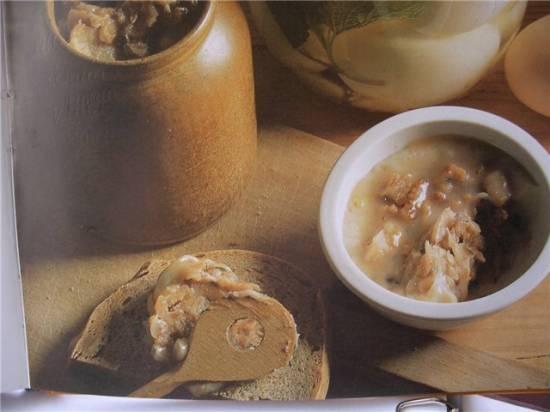 Бутербродная паста из свиного жира с пряностями