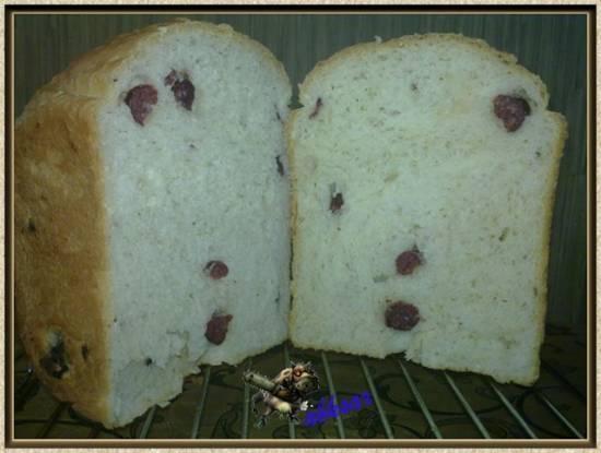 Хлеб с творогом и сырокопченой колбасой
