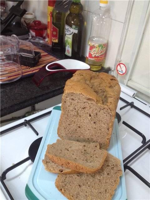Пшенично-ржаной хлеб с добавками (в хлебопечке).