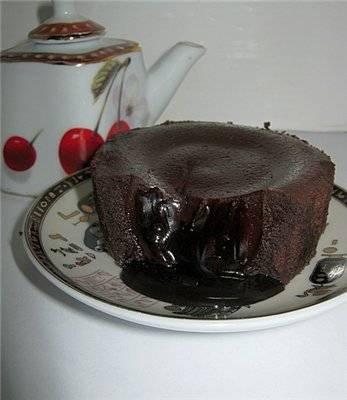 Фондат (шоколадное горячее пирожное с жидкой начинкой)