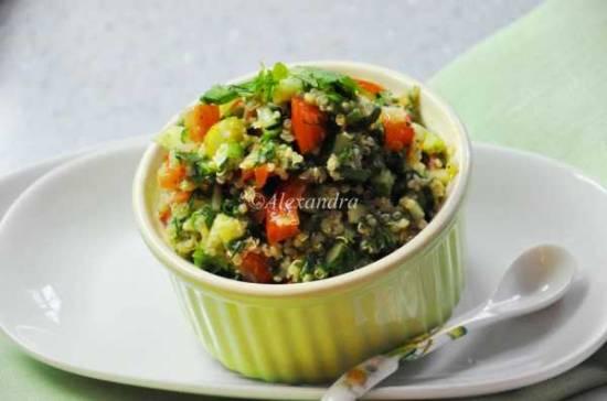 Салат табуле с квиноа и легким мятно-базиликовым пестоСалат табуле с квиноа и легким мятно-базиликовым песто