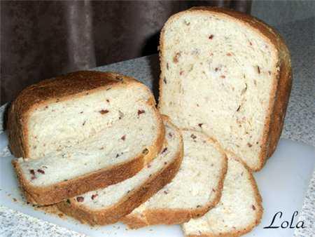 Хлеб пшеничный с охотничьими колбасками  (хлебопечка)