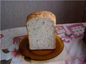 Хлеб с семечками и жареной копченой грудинкой в хлебопечке