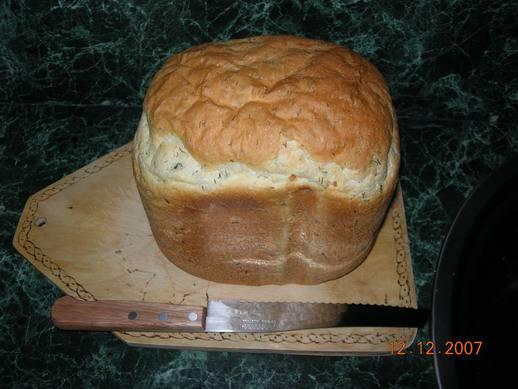 Острый хлебушек с чесноком и зеленью в хлебопечке