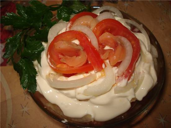 Горбуша запеченая с гарниром Салат с соленой горбушей